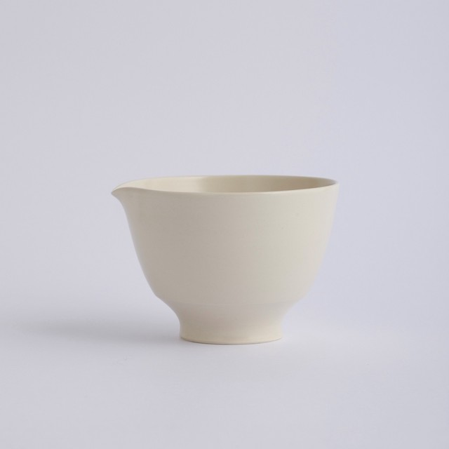 Une / Spout bowl / L