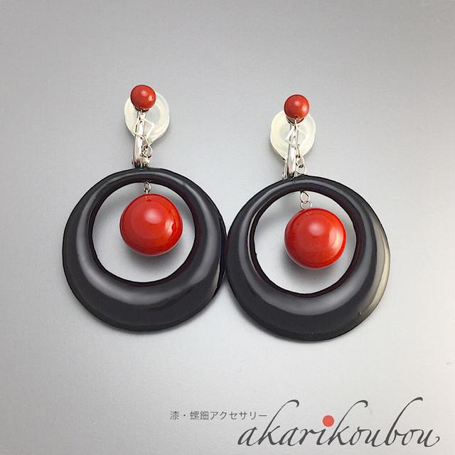 漆イヤリング 赤黒 ダブル スイング 大きめ 漆アクセサリー : ソフトタッチ無痛イヤリング金具使用