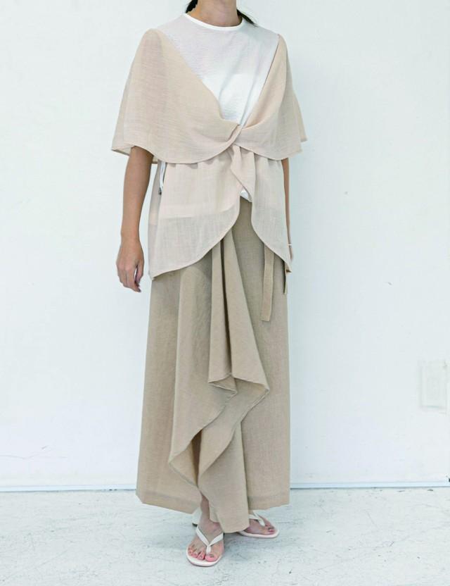 Layered flare sleeve tops / White & beige