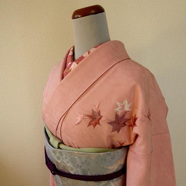 正絹綸子 宍色(ししいろ)に楓の刺繍の付け下げ 袷の着物