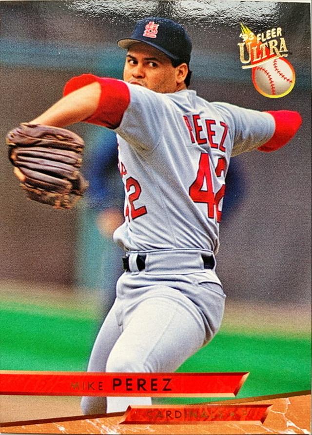 MLBカード 93FLEER Mike Perez #111 CARDINALS