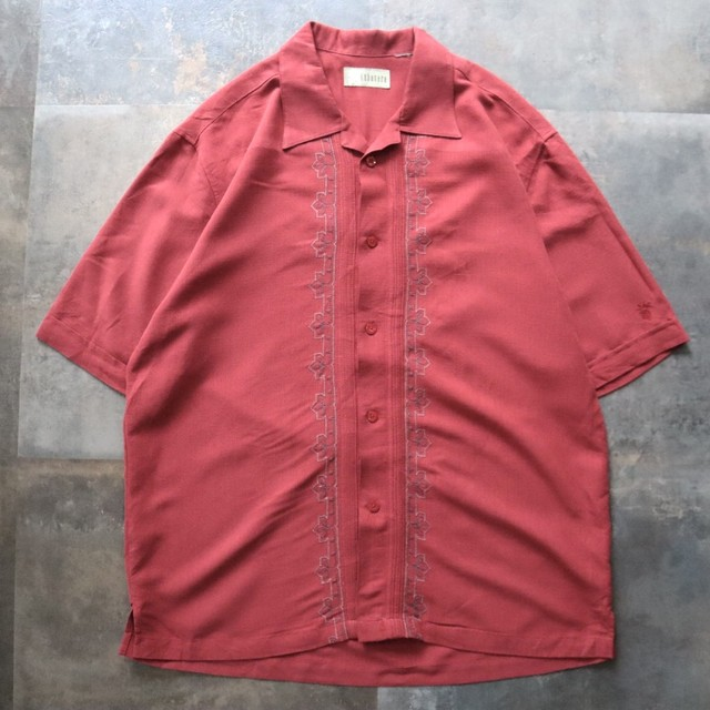 Red embroidery line shirt