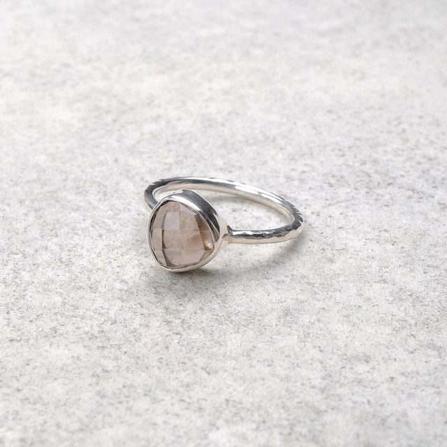 SINGLE STONE NON-ADJUSTABLE RING 106