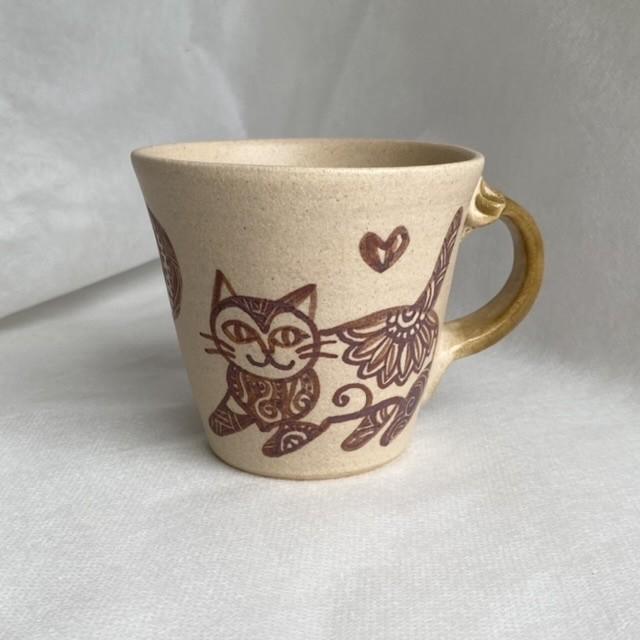 おしゃまネコの絵付けマグカップ C / マグカップ