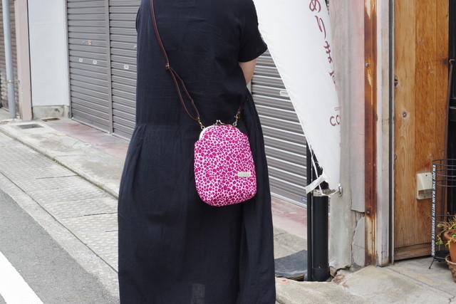 縦型がま口ポシェット レオパード ピンク