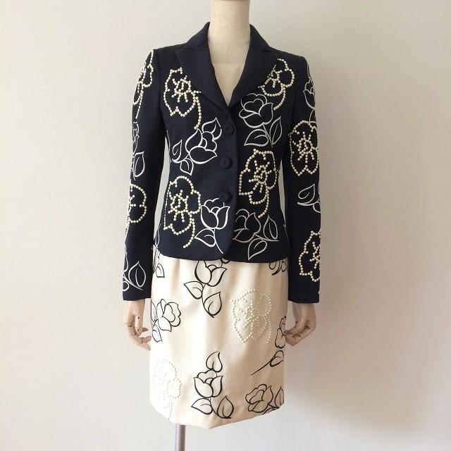 Love Moschino ジャケット、FOXEY New York スカートのコーデ