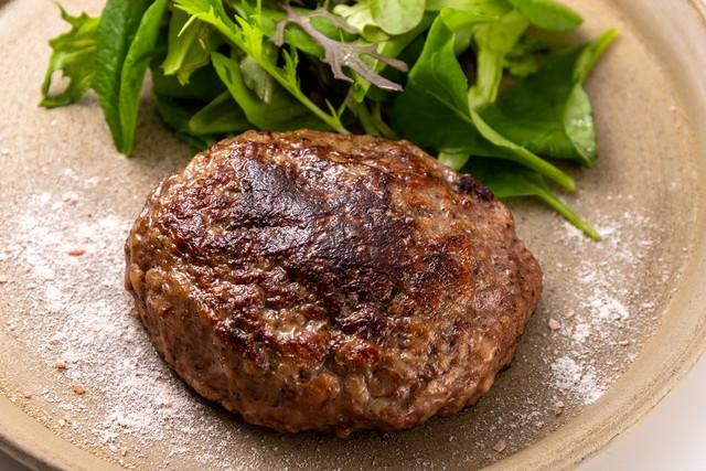 塩で食べる黒毛和牛ハンバーグ5個入り(A4〜5等級)/石川はちみつ牛