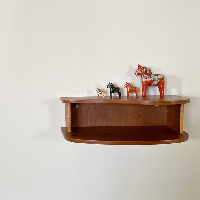 Wall shelf / WS009