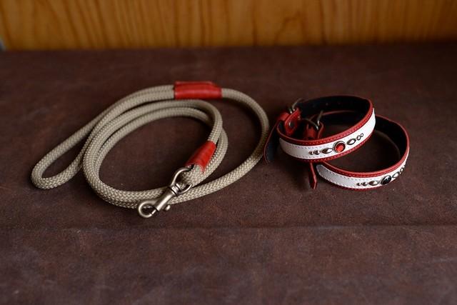 深い赤の革の首輪と登山用のロープを使ったリードのセット S-sr2L3bb