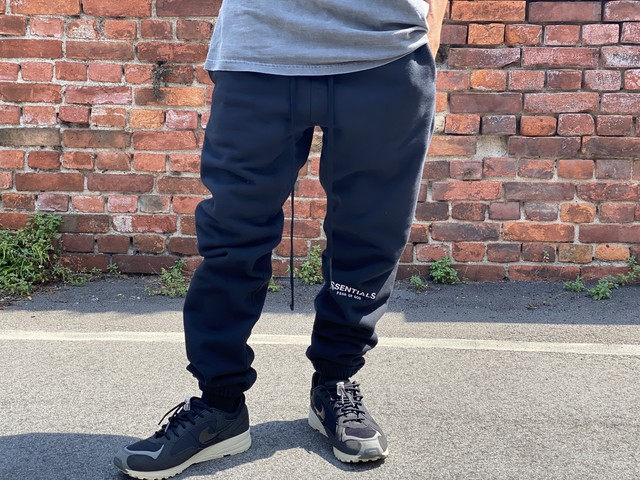 ESSENTIALS REFLECTIVE LOGO SWEATPANT BLACK MEDIUM 100JE6366