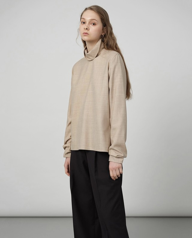 """nude"" creased sleeve turtleneck"