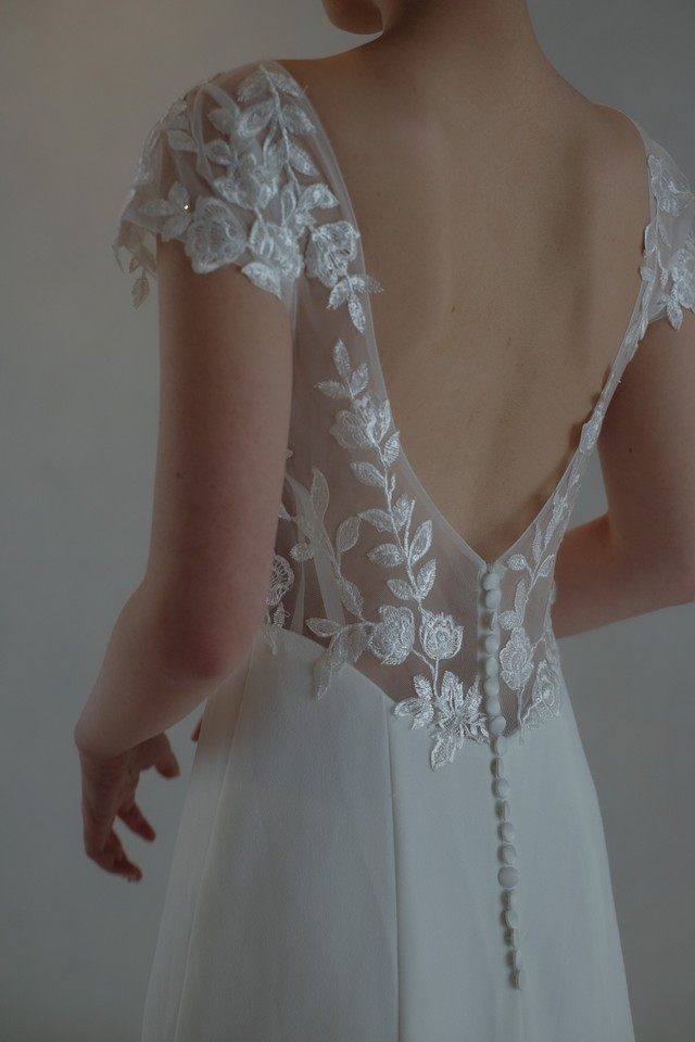 Wedding Dress/rental/Slender /DR2007