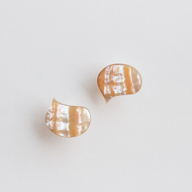 """EBISU"" Shell stud earrings /size: S"