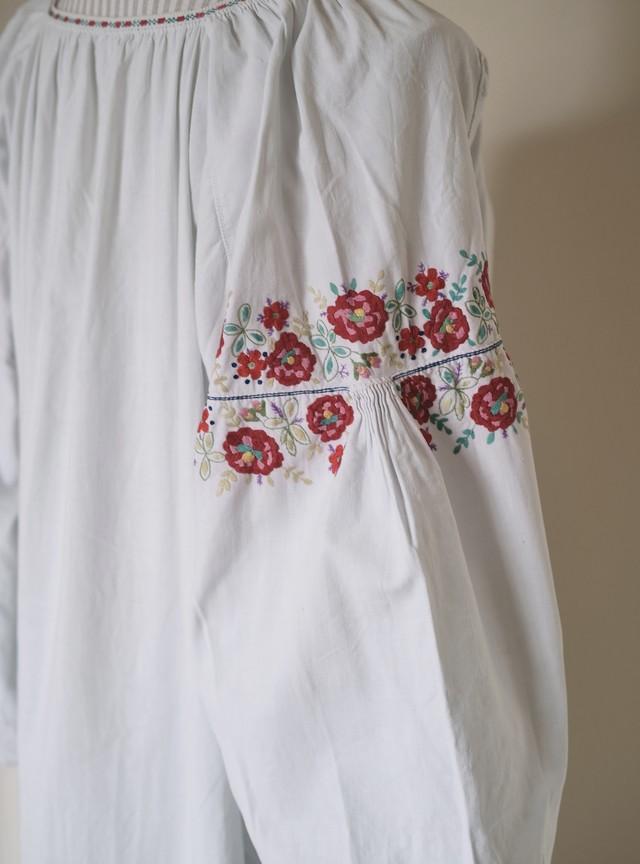 ウクライナ刺繍ワンピース(ビンテージ)