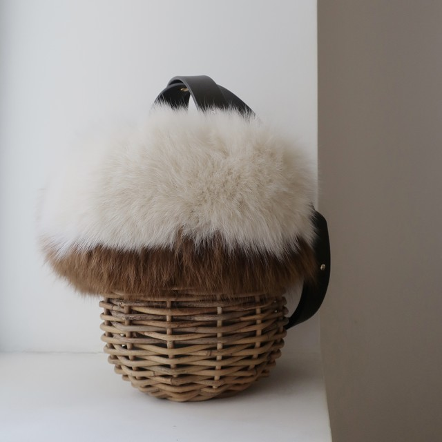 [Fur-Shoulder-Basket / Gururi]  #White×Brown