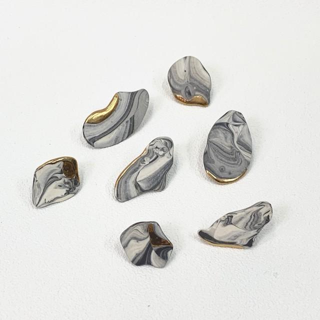 【dona ceramic studio】モノクロマーブル片耳ピアス