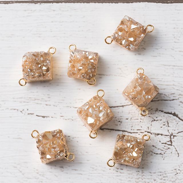 再入荷[天然石 パーツ]ドゥルージー2カン付ダイヤモンド(シャンパンAB)1個 D0353