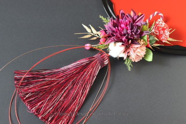 2021年★赤紫のダリアと扇子のタッセルお正月飾り お正月飾り モダンしめ縄 タッセル しめ縄飾り