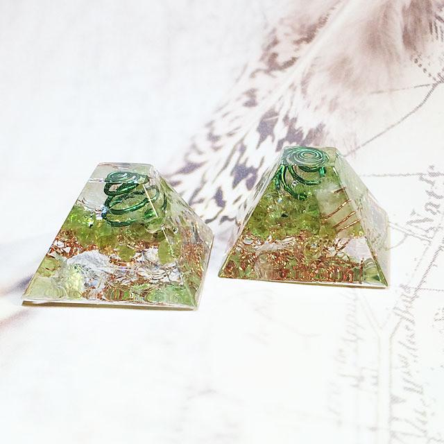 マヤピラミッド型 ペリドット ミニオルゴナイト