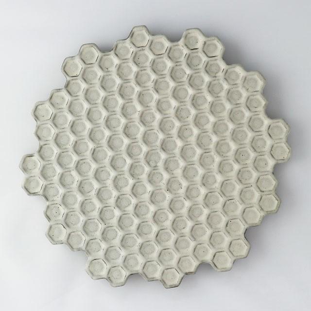 HAJIYOSHIDA(ハジヨシダ)蜂の巣黒皿(大)24 x 24cm 陶器 大皿 ざるそば皿 食器 テーブルウェア 土師吉田