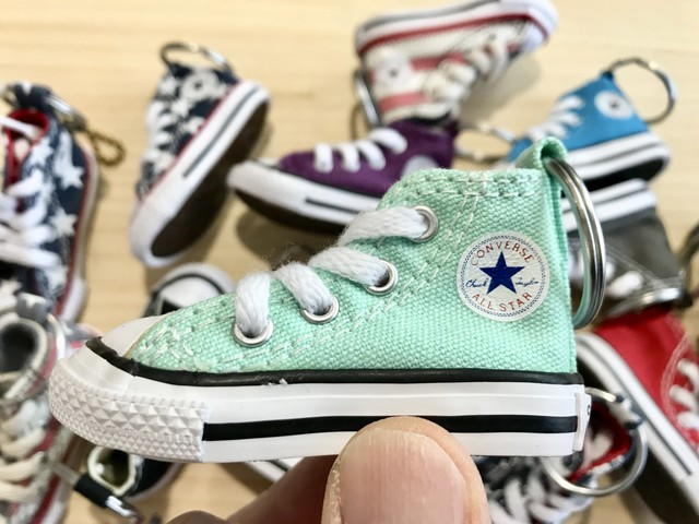 CONVERSE MINI SHOES KEYCHAIN (MINT)