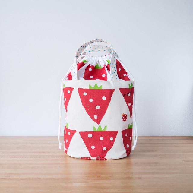 バケツ型トートバッグ/イチゴ畑