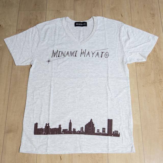 [初回数量限定版]アーティストVネックTシャツ