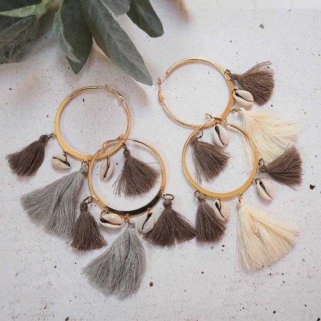 Shell & Tussel Hoop Pierced Earring《GRY/WHT》18385091A-B