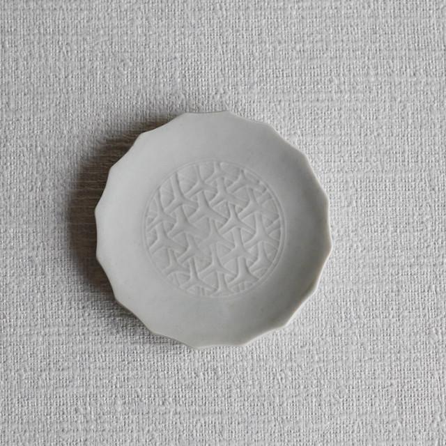 白磁陽刻輪花小皿-Outlet-
