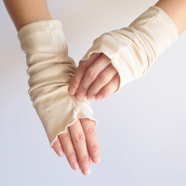 【ハンドソックス】ジンジャー(ベージュ)/さりげなくウイルス対策できるUVケア手袋/サッと伸ばして手先まで日差しから守る