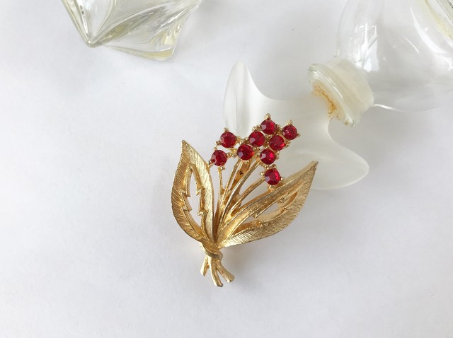 Vintage bunch of redflower brooch
