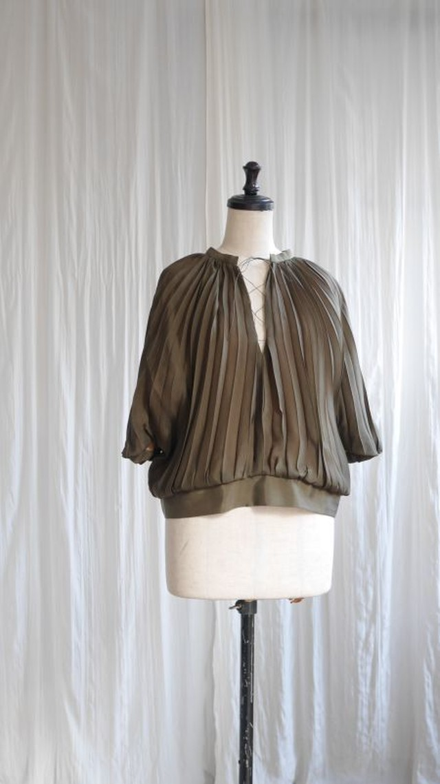 PLEAT BLOUSE  /OLIVE