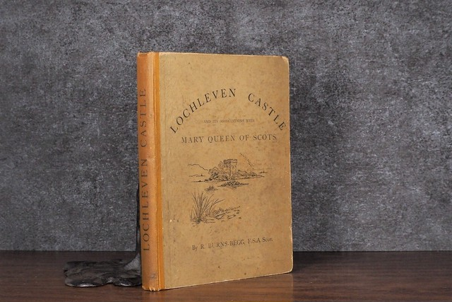 "【CV390】The ""Queen"" Newspaper Book of Travel / display book"