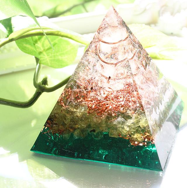 [受注製作] ピラミッド型Ⅱ オルゴナイト ペリドット グリーン