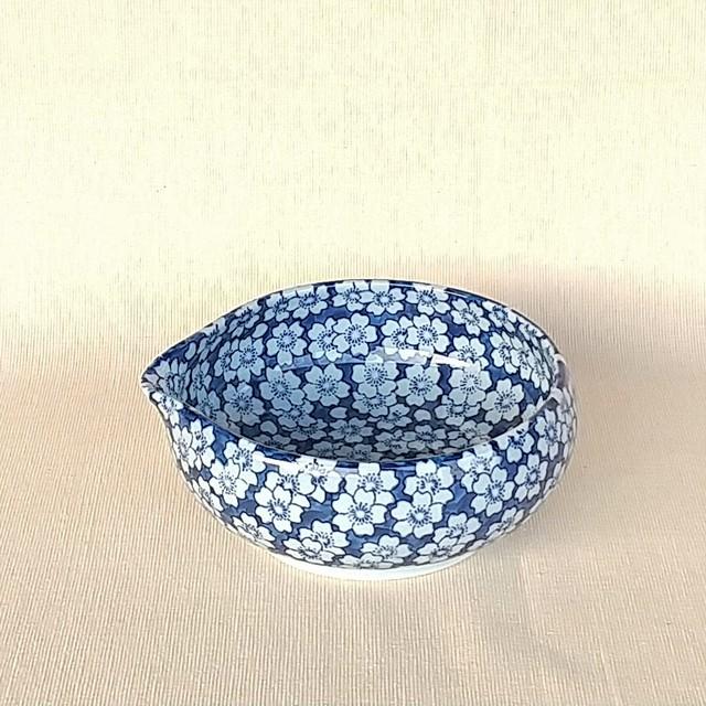 伐太郎窯 染付 外濃桜 鉄鉢型片口小鉢