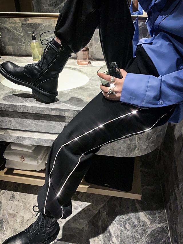 ハイウェストブラックラインストーンジョガーパンツ 韓国ファッション
