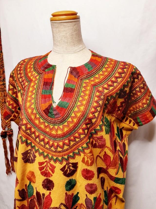 民族衣装・メキシコの刺繍ウイピル