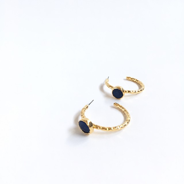 stone hoop pierce B