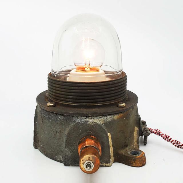 船のランプを使用したテーブルランプ