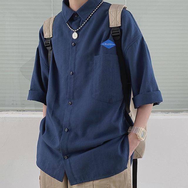【ユニセックス】レギュラーフィットワンポイントシャツ