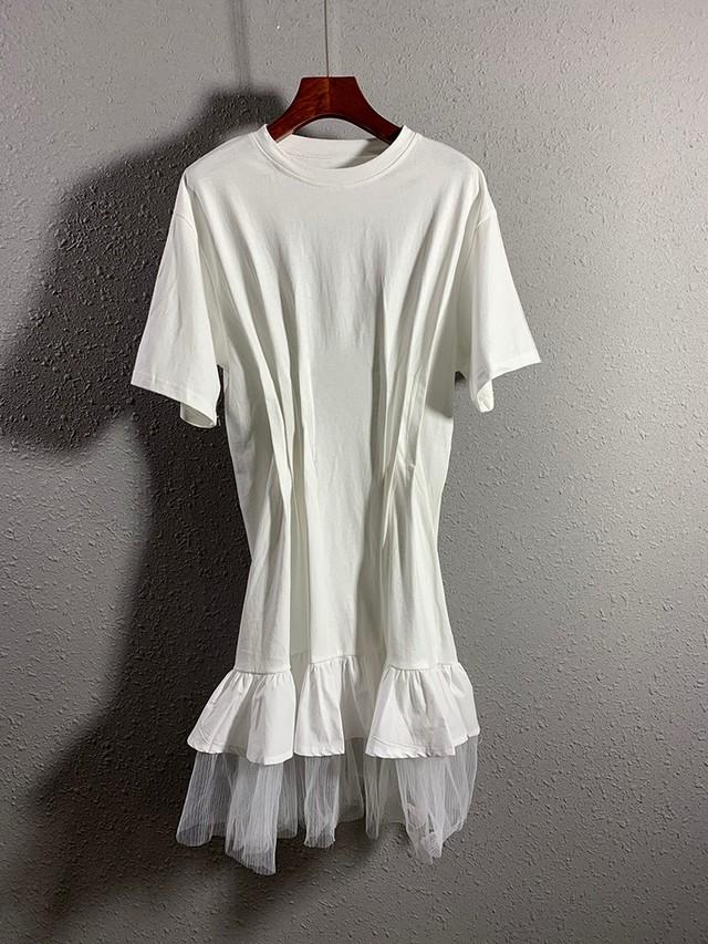 【アパレル・トップス】タック入り 裾チュール Tシャツ・ホワイト
