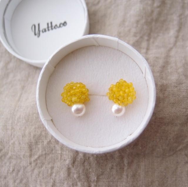 【天然石の刺繍ピアス】yellow agate × pearl