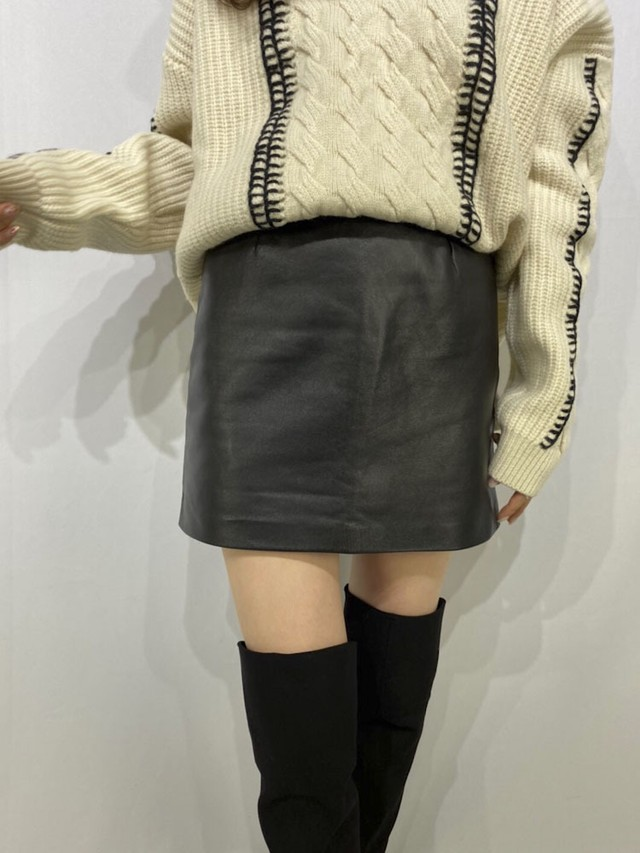 Fake leather mini skirt  [B-32]