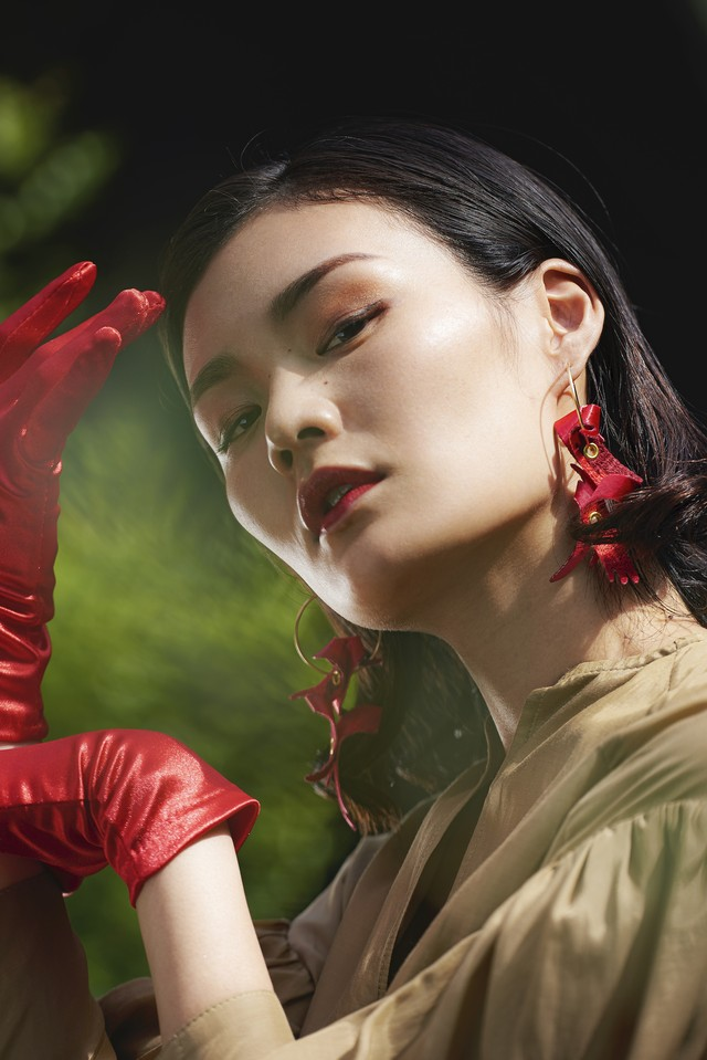 ARRO / Embroidery earing / claw / red