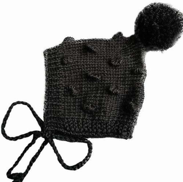 (予約オーダー:発送11月中旬)6か月~4歳 手編みボンネット帽 バブルBlack(Blackボンボン)