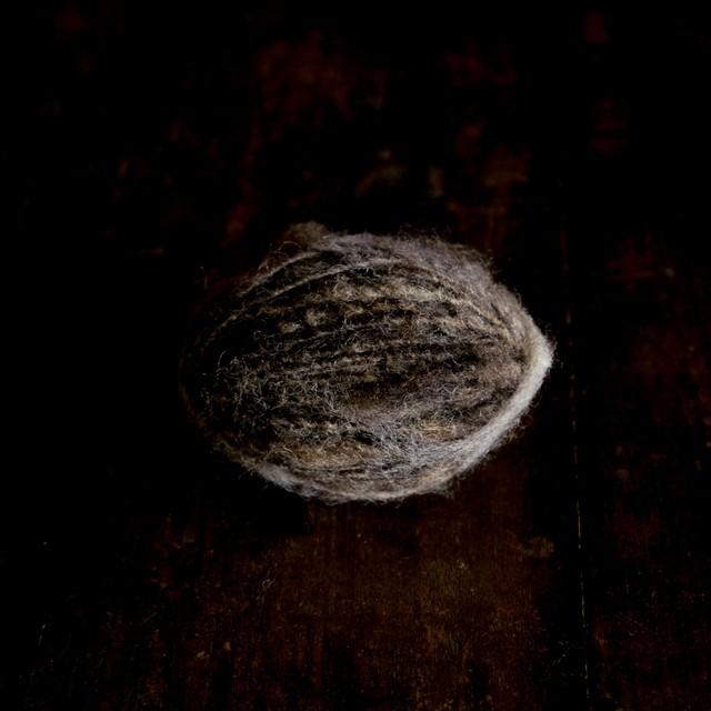 惑星ウール  野性の原毛手紡ぎ糸 yarn2