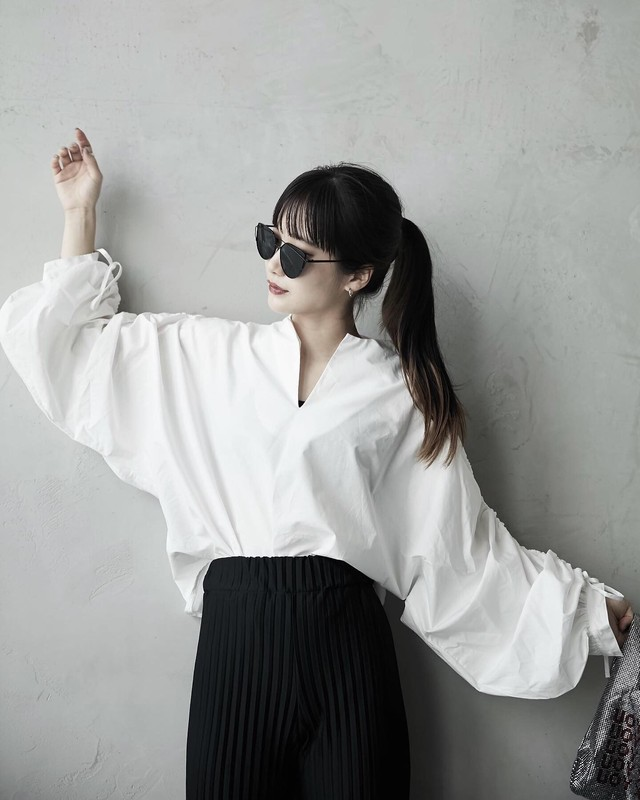 VOLUME SLEEVE SHIRT BLOUSE (BLACK / WHITE)