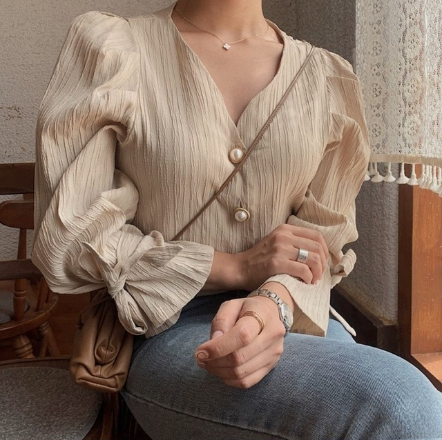 pearl button frill blouse