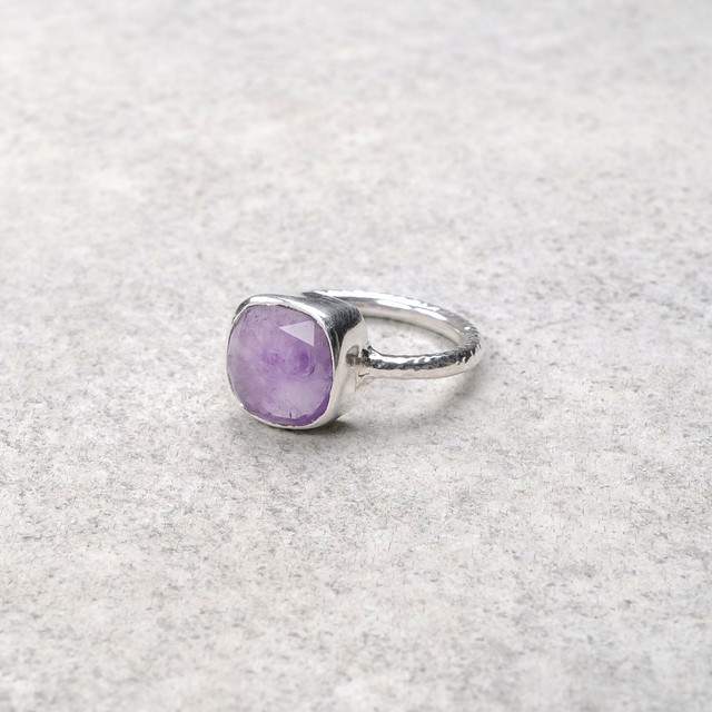 SINGLE STONE NON-ADJUSTABLE RING 089