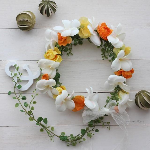 花冠プルメリア&スイトピー&ラナンキュラス*オレンジ系バックガーランド付き